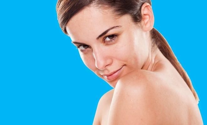 Cuidados que deberías tener en tu piel para usar menos maquillaje.
