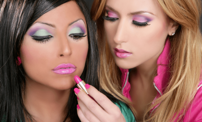 Técnicas de maquillaje anticuadas que ya no deberías usar… ¡por favor!