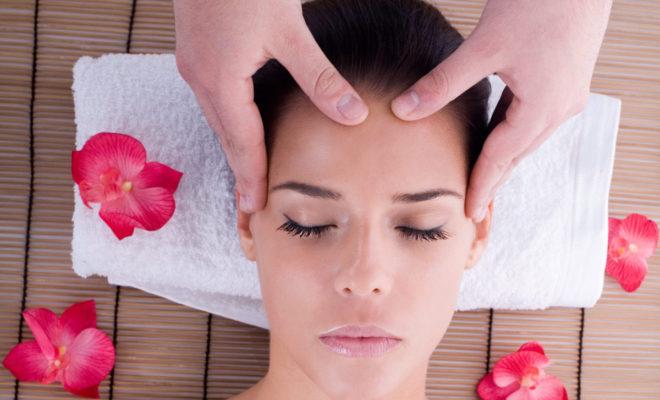 Masajes que ayudan a prevenir las ARRUGAS en tus ojos.