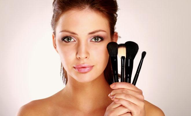 Las brochas indispensables que debes de tener en tu cosmetiquera.