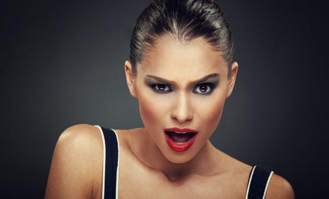 ¿Por qué las marcas de maquillaje no tienen bases para morenas?