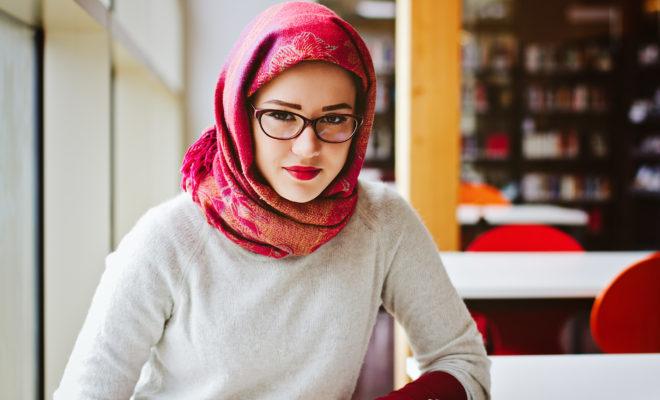 """Estas valientes mujeres iraníes se han cortado el pelo, desafiando la """"moralidad"""" de su país."""