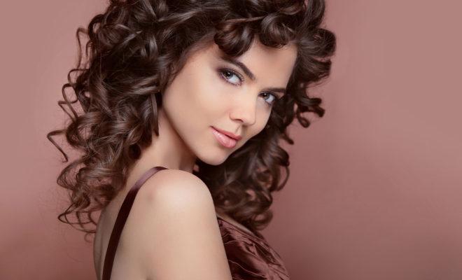 Si tu cabello es ondulado sécalo así y, ¡¡combate el frizz!!