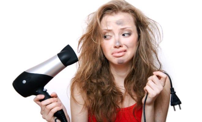 8 maneras en las que estás dañando tu cabello y ni te das cuenta.