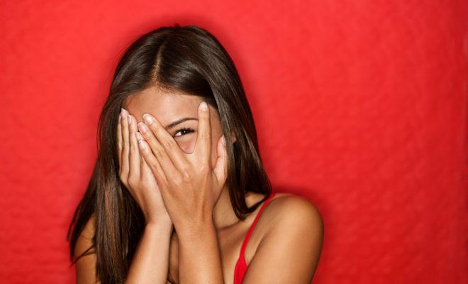 Situaciones que solo una mujer tímida podrá comprender… ¿te ha pasado?