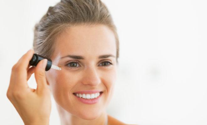 3 razones por las que tu rostro necesita sueros para mantenerse joven