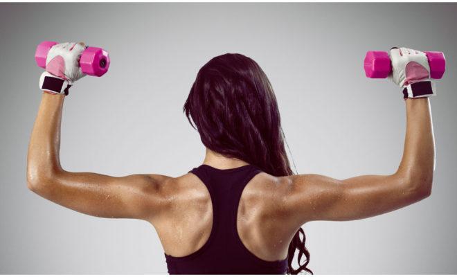 Adiós a los gorditos de la espalda con estos ejercicios