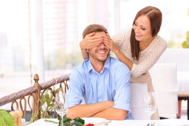novios sospresa pareja