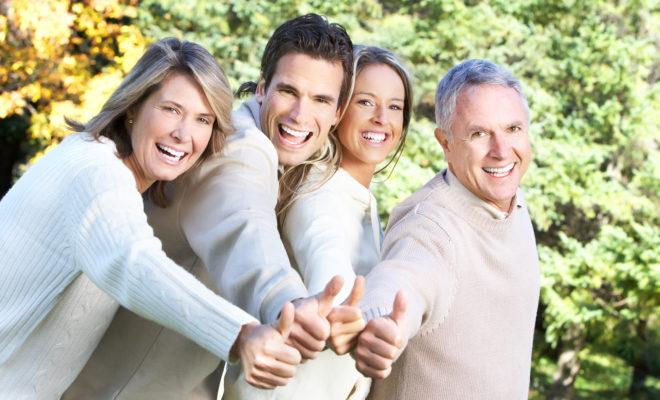 ¿Deberías tratar a los padres de los amigos de tus hijos?