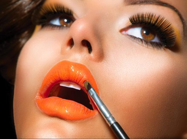 Professional Make-up. Lipgloss. Lipstick