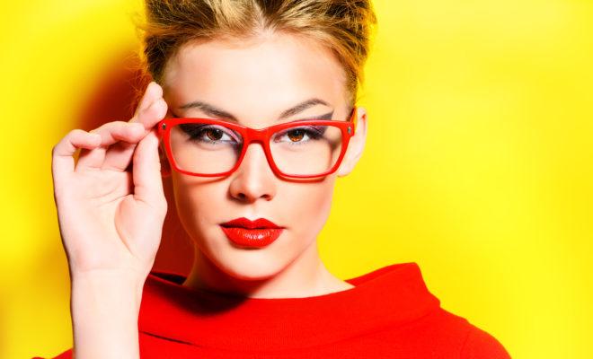 Secretos que te harán lucir radiante si usas lentes