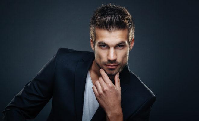 Las 6 cosas más curiosas de andar con un hombre guapo