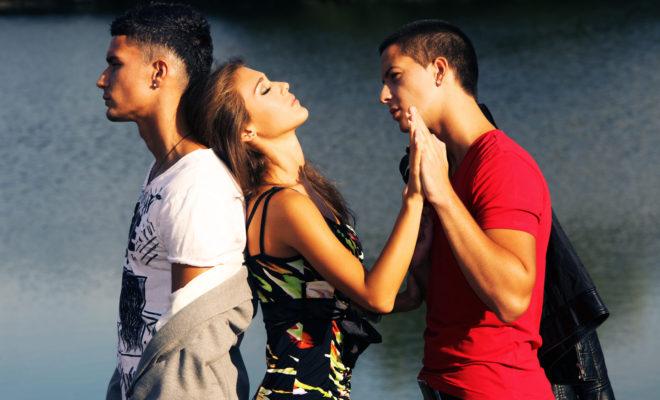 7 razones por las que es completamente normal estar enamorada de 2 personas al mismo tiempo