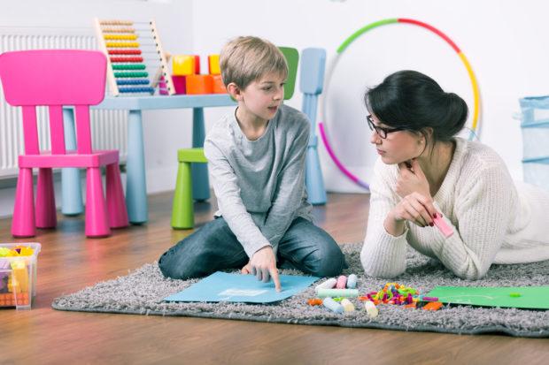 psicólogo-niño-juego