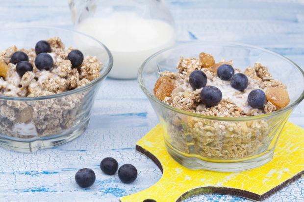 cereal con uvas y nueces