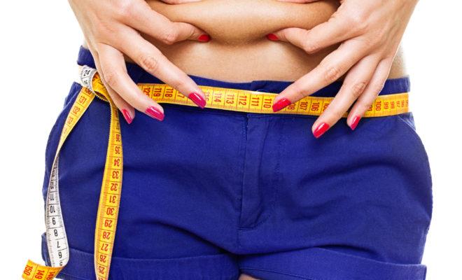 Los mejores ejercicios para bajar la grasa abdominal, según los expertos