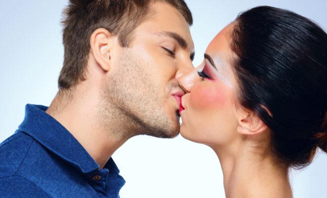 9 señales de que eres una chica que besa excelente