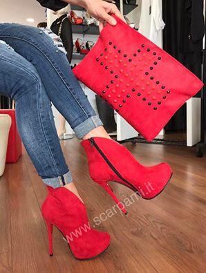 amo-como-lucen-esas-botas-rojas