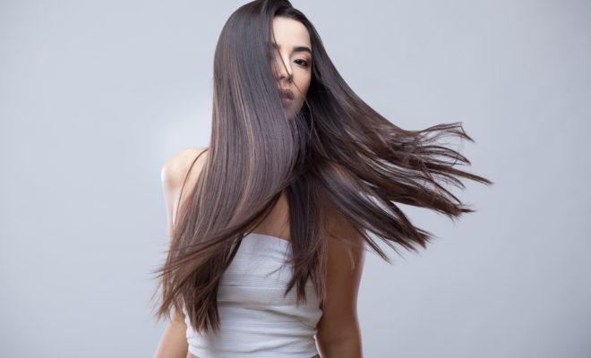 Obtén un cabello lacio sin usar calor