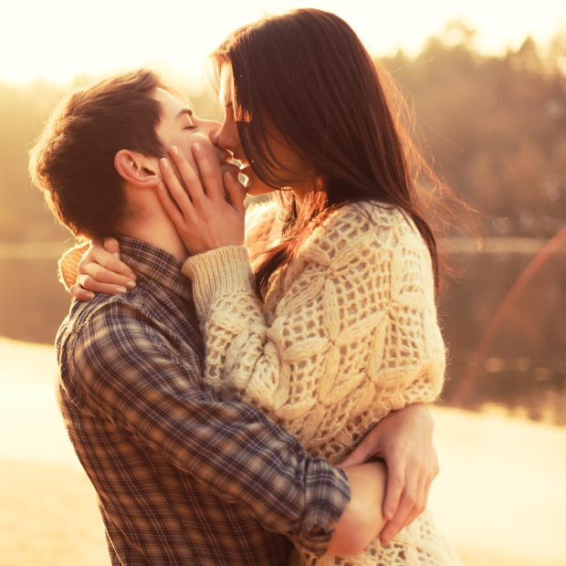 esta temporada pareja relaciones novios beso