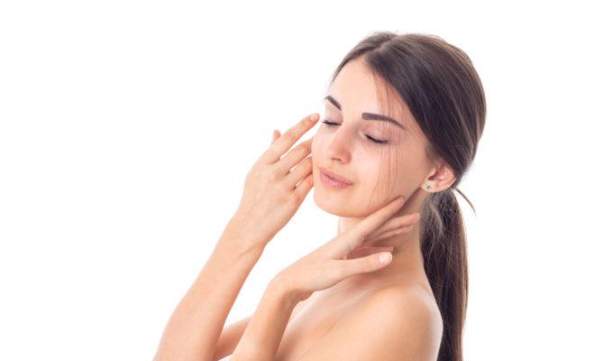 Elimina el brillo de tu rostro con estos trucos