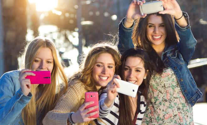 Qué tanto nos alejan las redes sociales de nuestros amigos