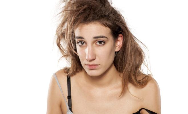 No dejes que tu cabello comience la semana deshidratado, ¡ponte esto antes de ir a dormir!