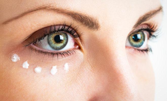 7 productos que te ayudan a eliminar arrugas en tus ojos