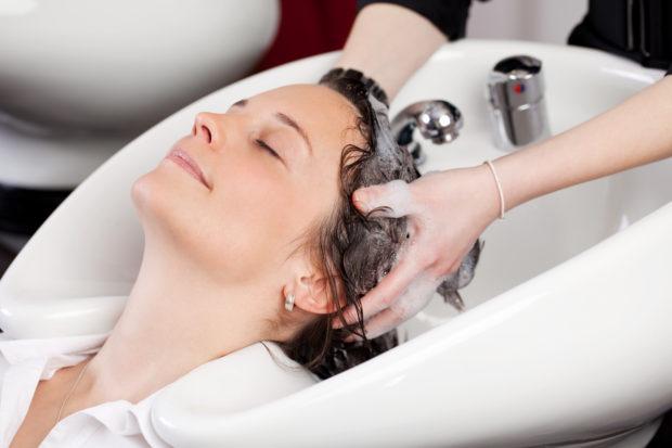haare waschen beim friseur