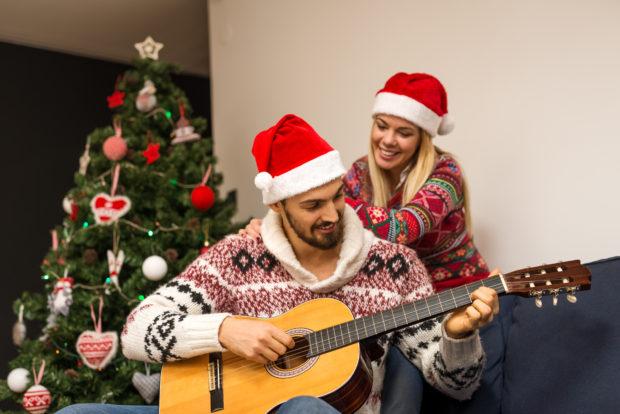 musica guitarra pareja navidad