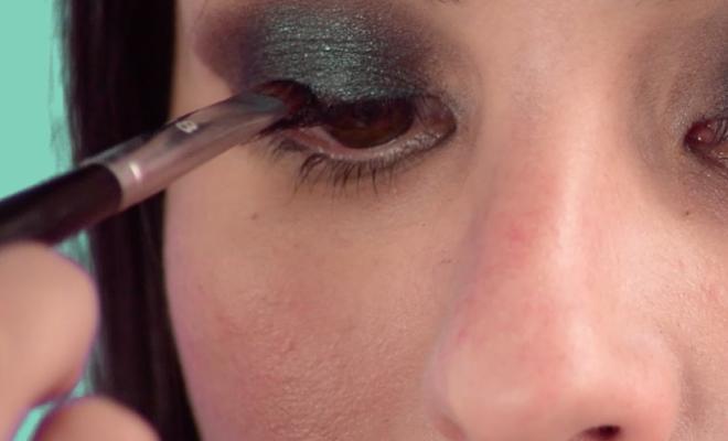 Maquillaje paso a paso: sombras en tonos verdes