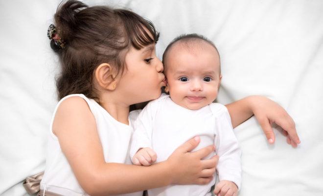 Cómo ayudar a tu pequeño a aceptar a su hermanito