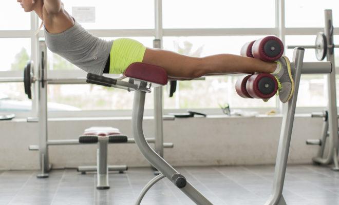 Los mejores aparatos del gym para tener un six pack