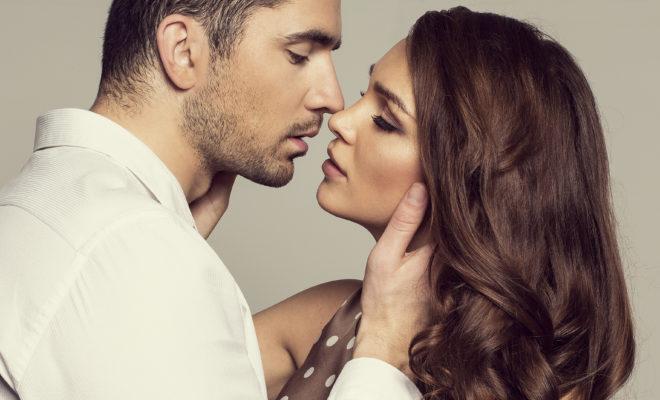 Descubre cómo besa cada signo del zodiaco, ¿quién lo hace mejor?