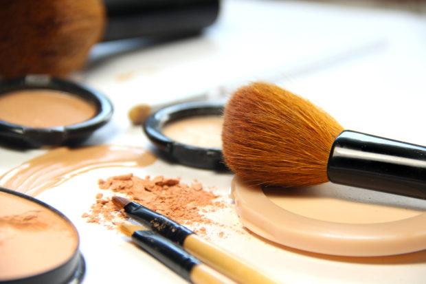4 formas de usar tu makeup líquido como una experta - Yo