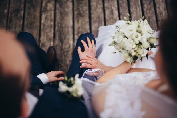 mujer casandose