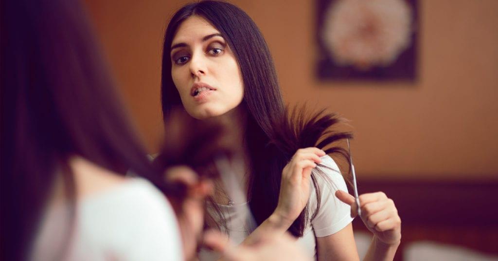 Cómo despuntarte el cabello tú sola sin morir en el intento