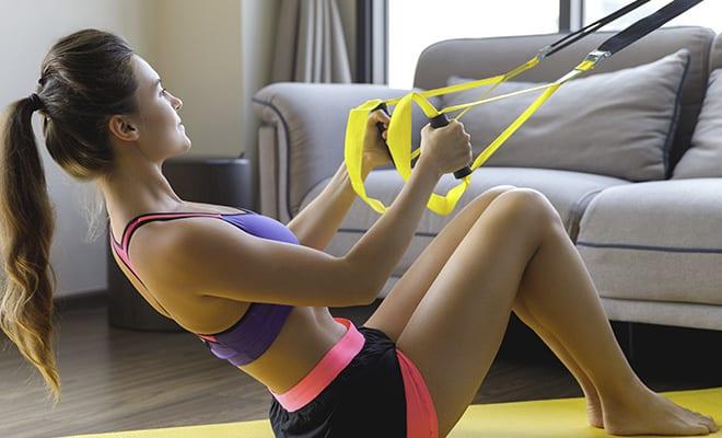 Dejemos las pesas de lado y práctica con el TRX