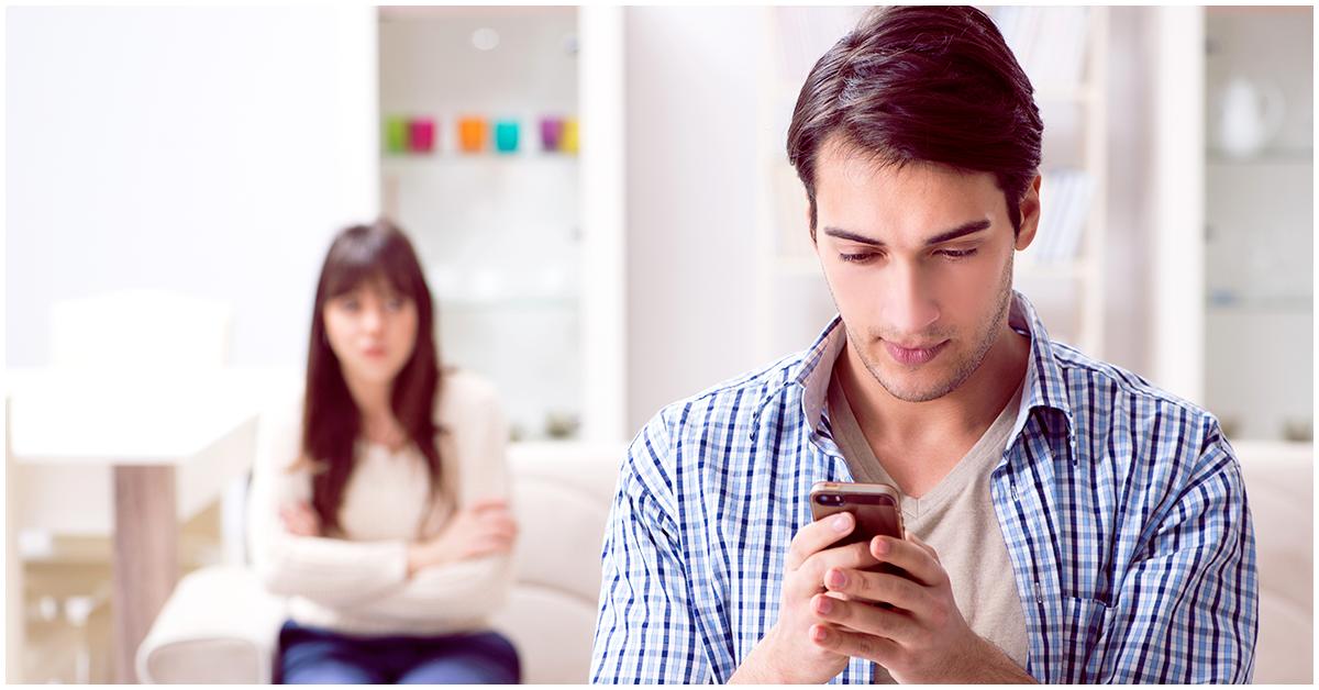 Señales infalibles que comprueban que tu pareja sale con alguien más