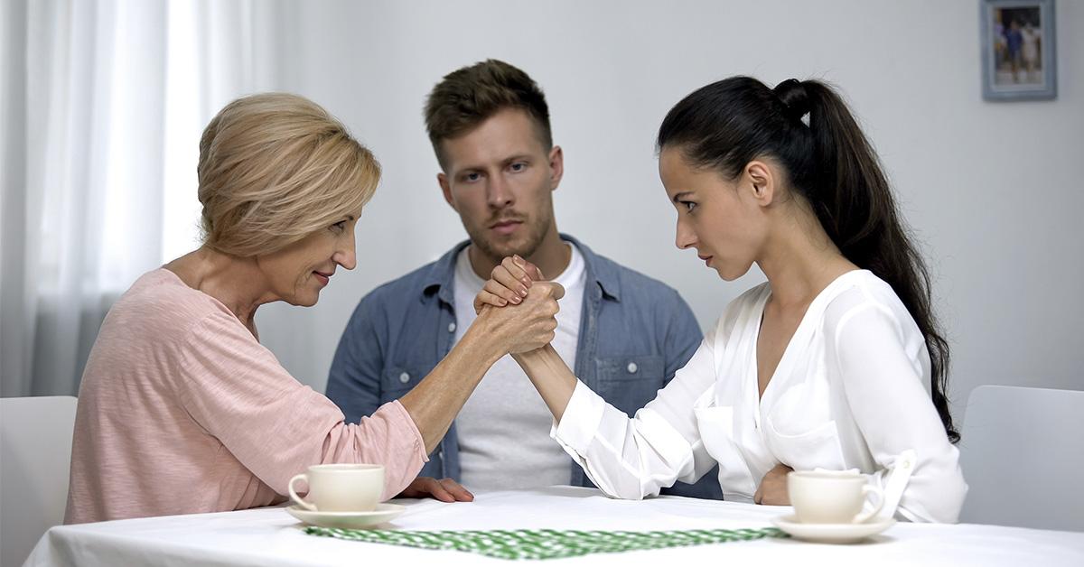 Las suegras metiches ¿Cómo lidiar con ellas?